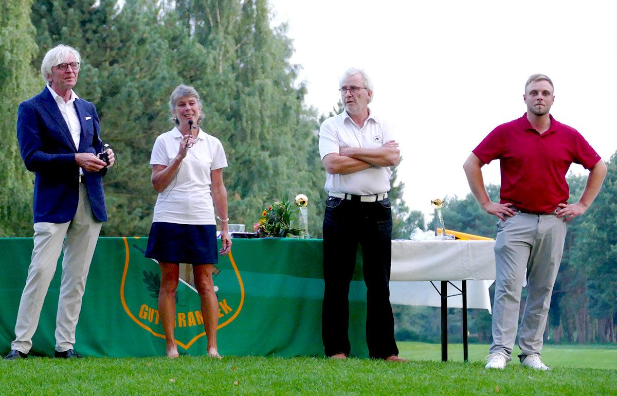 Grambek Open Sieger Doris Decker und Jan Alexander Siswick mit GC Grambek Präsident J. Manegold und Spielführer J-U Marquardt