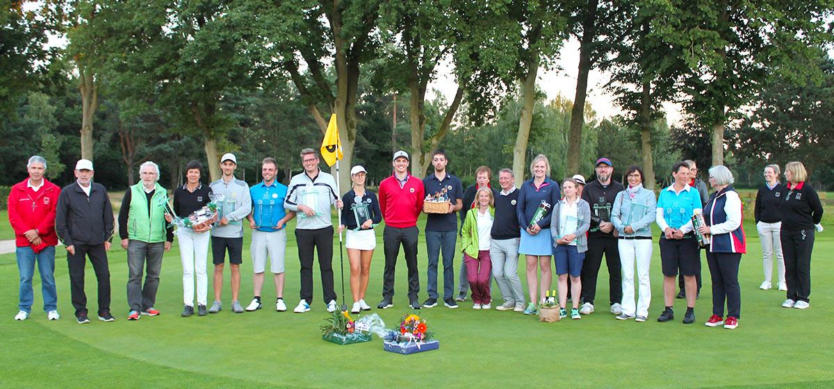 Sieger, Platzierte und Helfer Grambek Open 2020